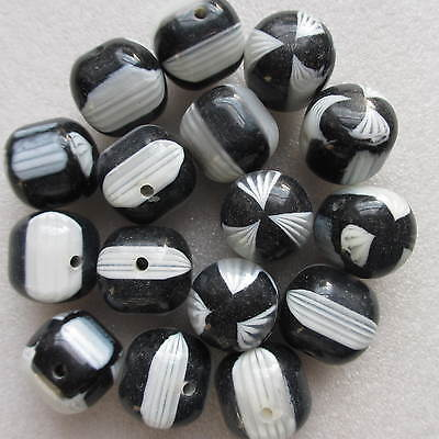 20 Beautiful Round Black & White Round Beads 18mm For Craft Jewellery Making