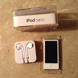 Ipod Nano 16g, Gold,  Brand new