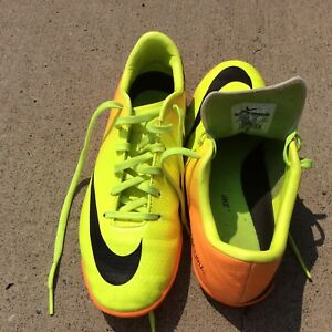 Size 4 youth indoor soccer shoes