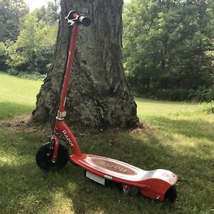 ANCASTER - Razor ELECTRIC rechargeable scooter