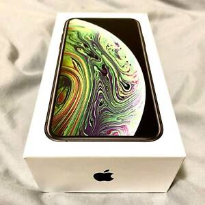 iPhone XS 256GB Space Grey– Perfect condition, 10x cases, Accessories