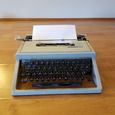 Vintage Olivetti Underwood Manual Typewriter Dora Portable Made In Italy Vtg