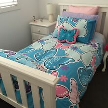 Lipstick Double quilt cover set and cushion. Hardly used.