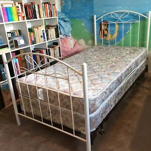Girl's twin bed