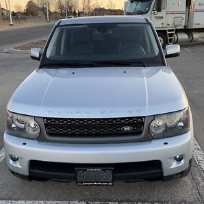 2010 Range Rover sport hse only 75,000 km