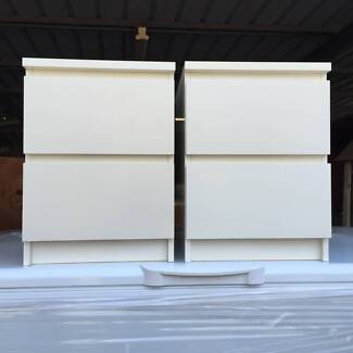WHITE MATCHING BEDSIDE TABLES IN GOOD CONDITION Part 35