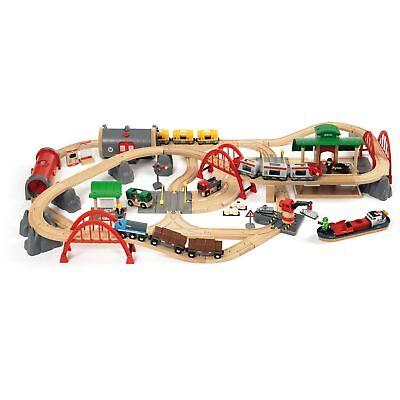 BRIO World World Straßen und Schienen Bahn Set Deluxe