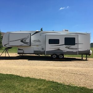 2007 Sandpiper 37ft. Fifth wheel with 3 slides