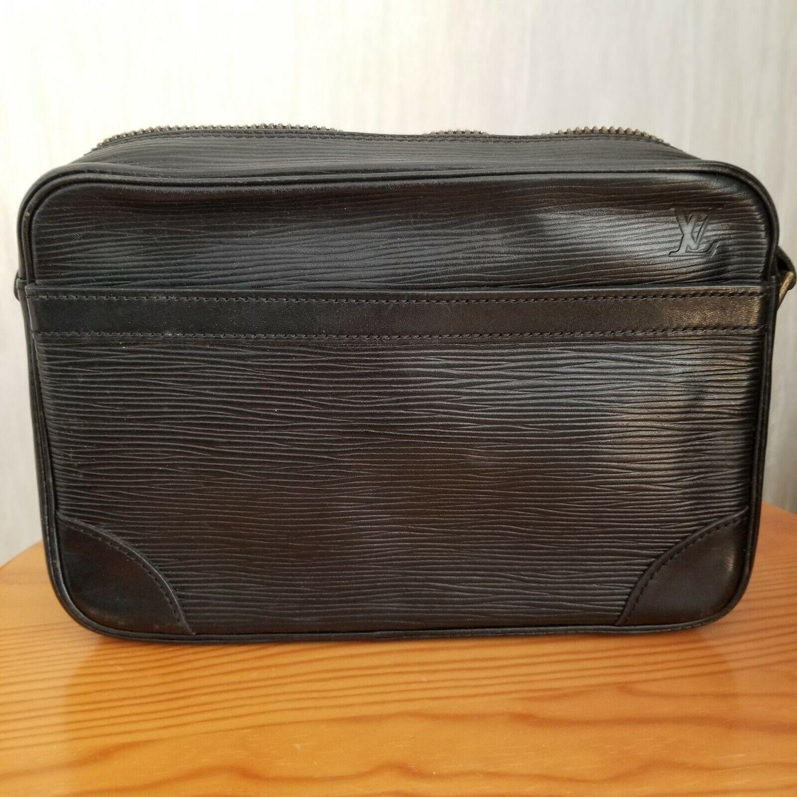 Louis vuitton sac à main cuir epi noir / années 90 authentique