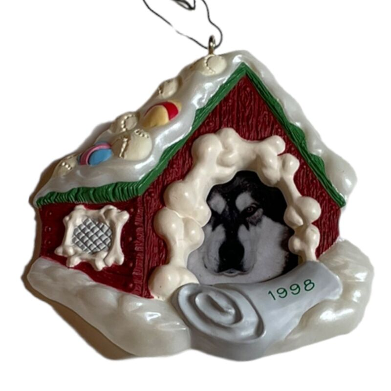 1998 HALLMARK KEEPSAKE Christmas ORNAMENT DOG PHOTO HOLDER - DOG HOUSE