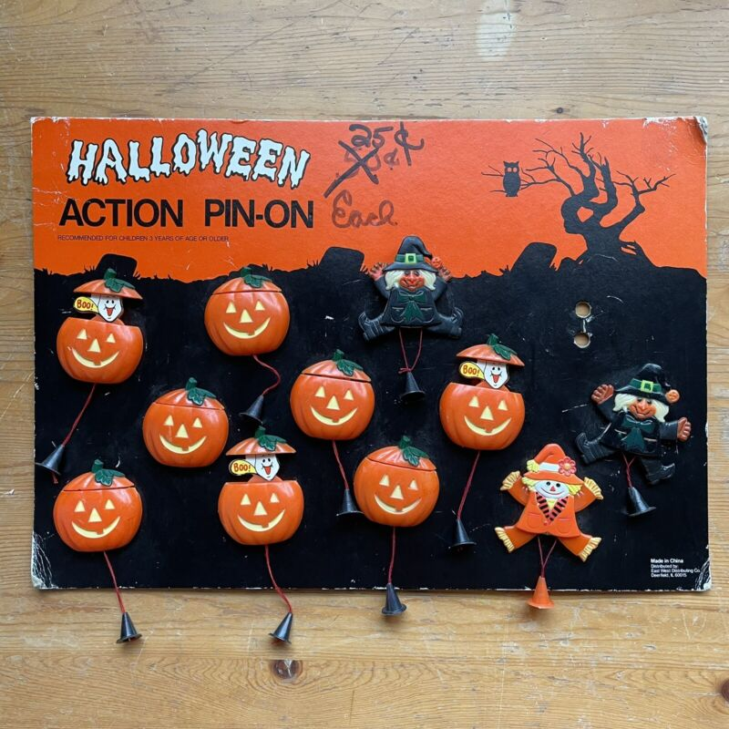 Vintage Halloween Action Pin Display Stand With 8 Pumpkin 2 Witch 1 Scarecrow
