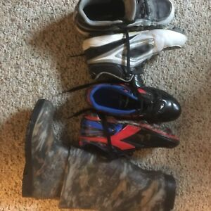 Soccer cleat boys size 4