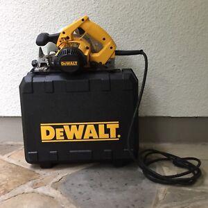 """DeWALT 7 1/4"""" Lightweight Corded Circular Saw"""