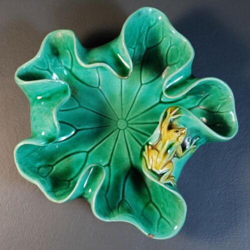 Chinese Antique Porcelain Brush Washer Lotus Leaf and Frog, Green Glaze