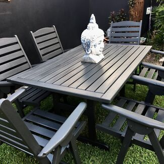 Wooden outdoor setting, good condition!
