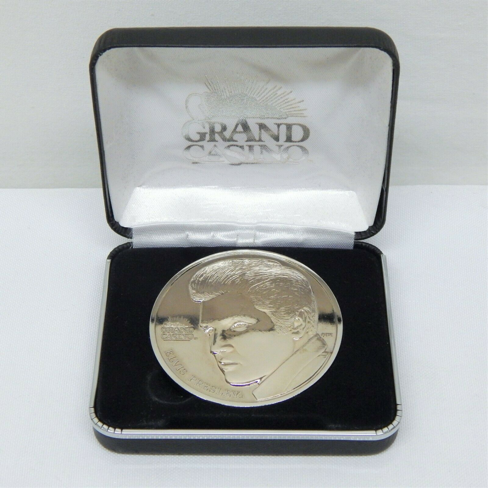 GRAND CASINO REMEMBERS ELVIS PRESLEY COLLECTIBLE COIN WITH ORIGINAL GIFT BOX - $10.00