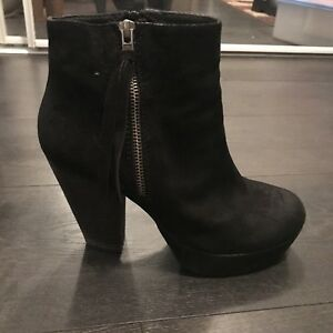 Steve madden boots suede  size 8 fits like an 8.5