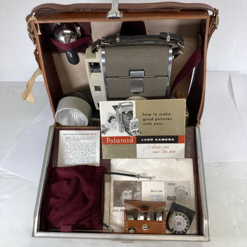 """Polaroid Vintage Land Camera Model 800 """"Kit"""" with Case And Manuals.  Untested."""