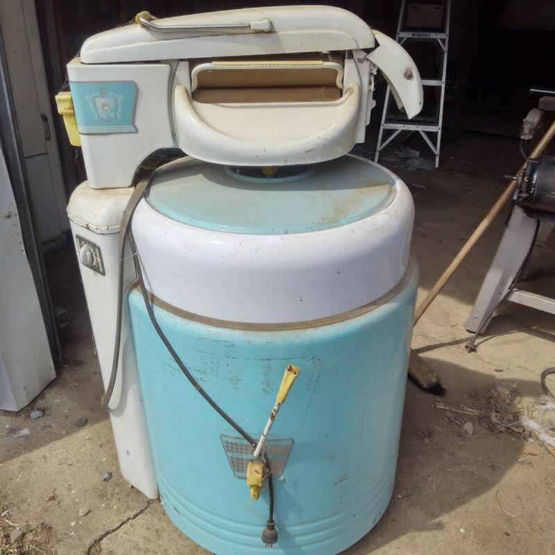Vintage Mid-Century Lovell Wringer Washer Washing Machine Model 400P