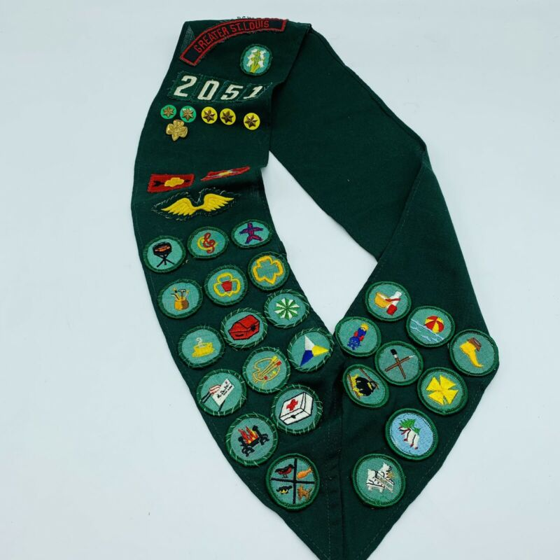 """Girl Scout Merit Badge Sash Greater St. Louis 24"""" w/24 patches 6 Pins Troop 2051"""