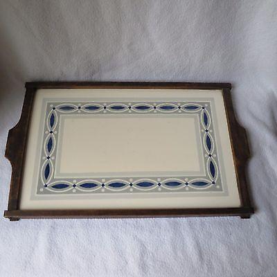 schönes altes Keramik Tablett im Holzrahmen Art Deco Dekor unter Glasur 40x26cm