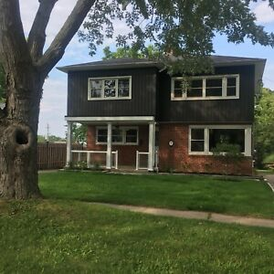 Beautiful & Spacious 2 bed/1bath in Grimsby