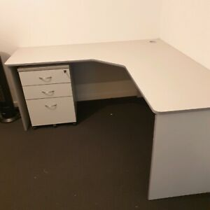 Computer / Study Desk with Lockable Draws on Wheels