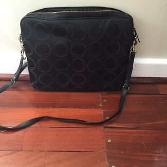 Oroton bag excellent condition Ardross Melville Area Preview