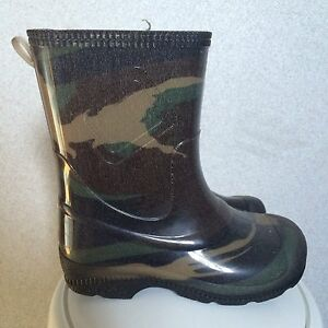 Size 9 boys rubber boots