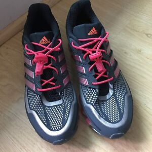 Women's Adidas Springblade running shoes - size 7 - pink/grey