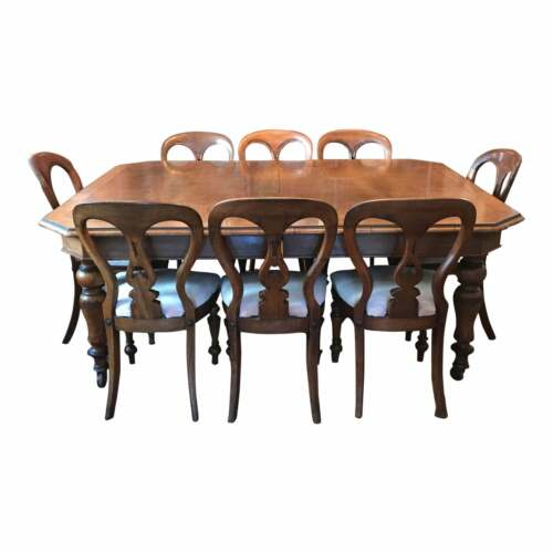 Early 19th Century Walnut Dining Set Table and Eight Chairs.