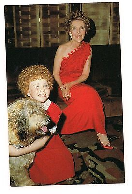 NANCY REAGAN in RED Aileen Quinn ANNIE & Sandy Dog  POSTCARD Washington DC