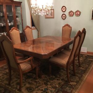 Beautiful Dining Room Set - A Must See! Price was reduced!