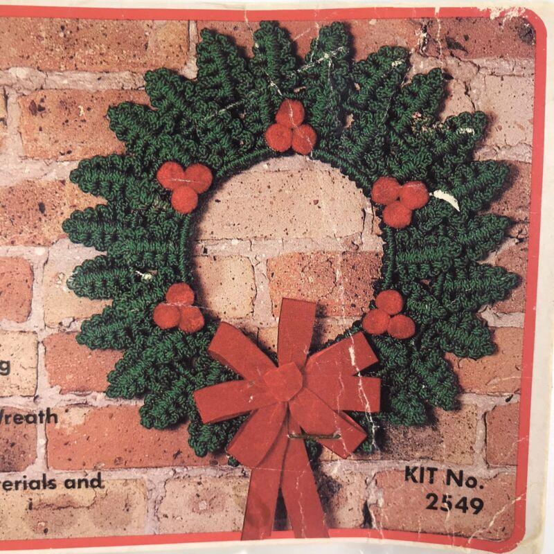 "Vintage Fibre Craft Macrame Holly Leaf Wreath Kit 17.5"" Circle Christmas 2549"