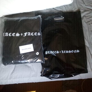 Places + Faces Old English Hoodie XL