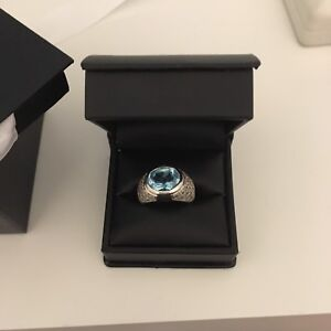 10 karat white gold and blue topaz ring