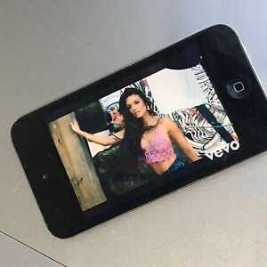 iPod Touch 4th Generation black Caroline Springs Melton Area Preview