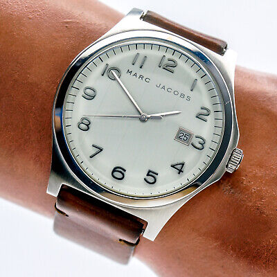 Marc Jacobs Mens Watch MBM5007 Stainless White Date Dial Brown Leather Band 30m