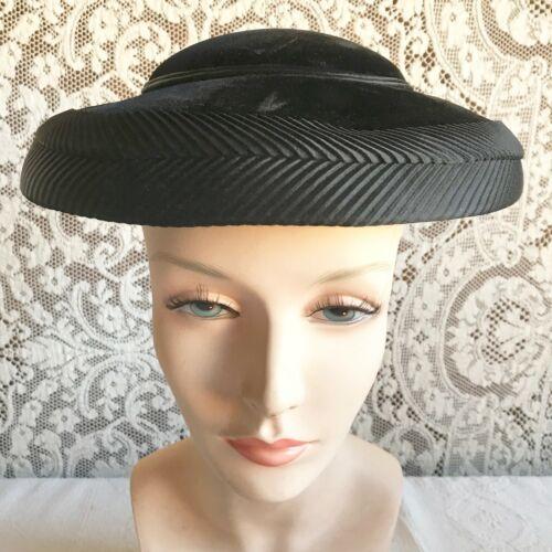 Vintage 1950s New Look Wide Downturned Brim Velvet Hat