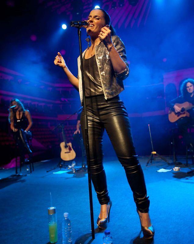 Nelly Furtado, 8x10 Color Concert Photo