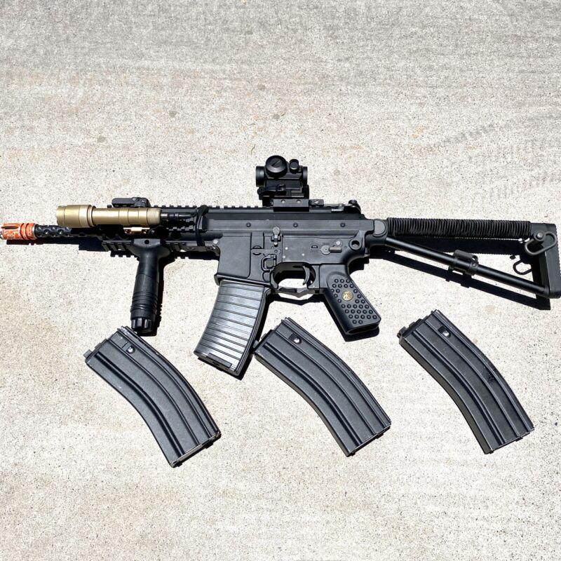 We Tech PDW Gas Airsoft Rifle Gun w/ Optic, 4 Mags, Replica Sure Fire!