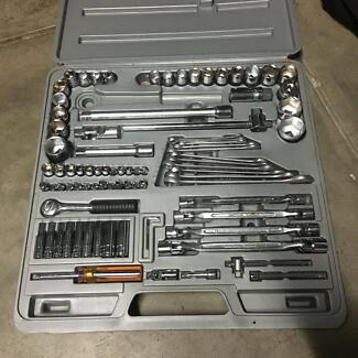 Socket set 82 pieces