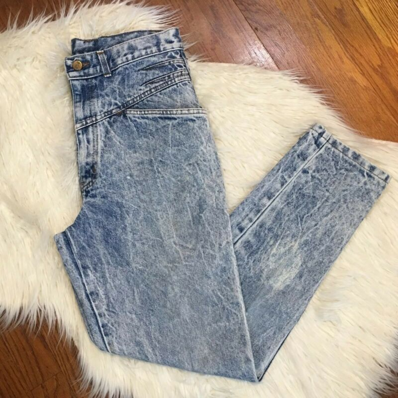 VTG Chic High Waisted Acid Wash Distressed Mom Jean Size 6 (A7)