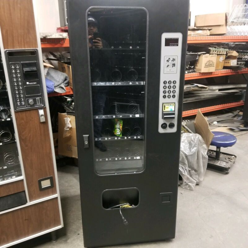 Usi Slim Snack Vending Machine