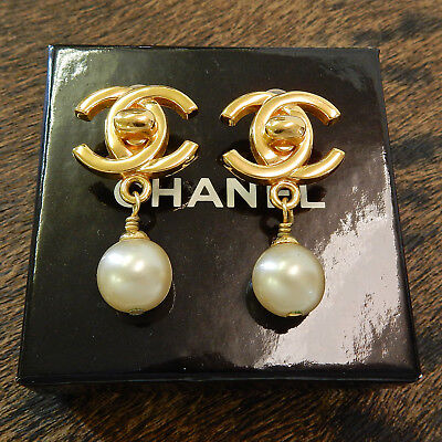 CHANEL Gold Plated CC Logos Imitation Pearl Vintage Swing Earrings #2301a