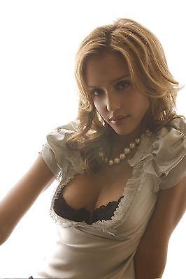 Jessica Alba Unsigned 12x18 Photo (23)