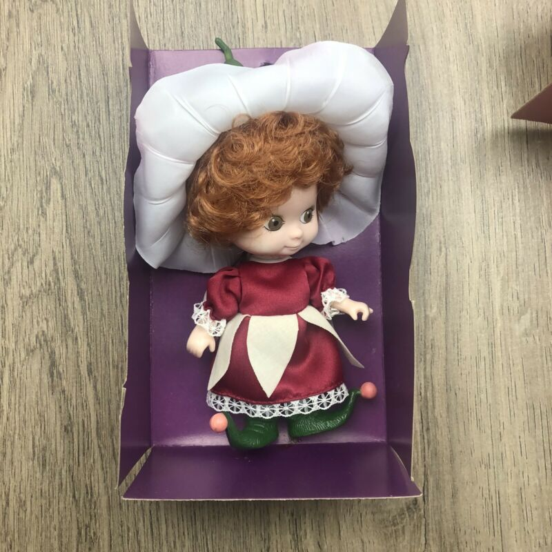 Victoria Plum Doll Vintage New In Box 1981 Dakin 15cm Young Things