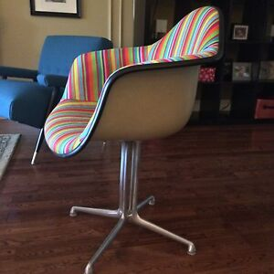 Mid Century Eames Herman Miller Arm Shell Chair  London Ontario image 2