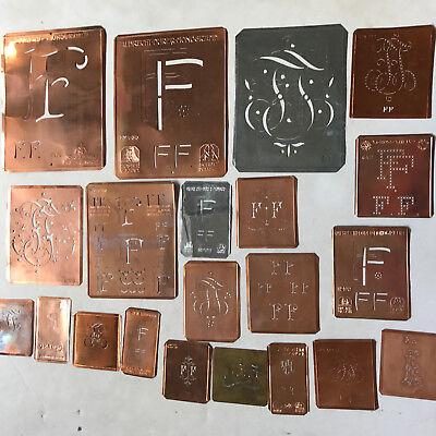 FF Monogramm -21 verschiedene Wäscheschablonen für Aussteuer Kupferblech um 1900