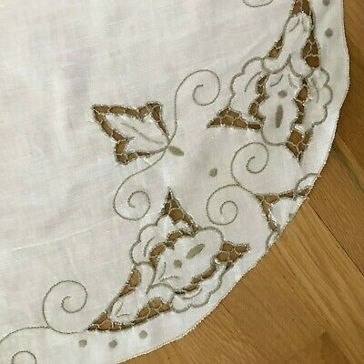 Embroidered Dining, Kitchen, Luncheon or Picnic Tablecloth Linen with 12 Napkins